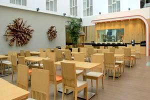 HARRIS Hotel Raya Kuta Bali - Ruang makan