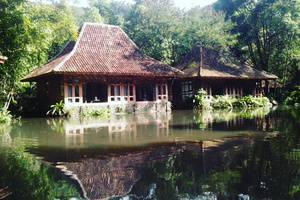 Imah Seniman Bandung - Pemandangan danau