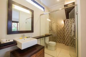 Munari Villa and Spa Batubulan Bali - Kamar mandi