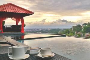 Dago Highland Resort Bandung - Pemandangan Kolam