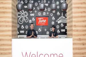 Tune Hotel Bandung - Receptionist