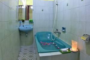 Ndalem Padma Asri Yogyakarta - Kamar mandi Superior