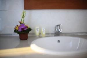 Sandat Hotel Legian - Kamar mandi