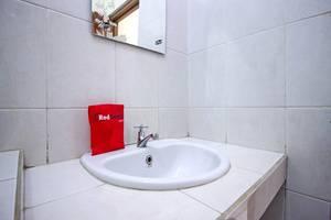 RedDoorz @Wastu Kencana Bandung - Bathroom