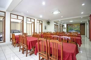 RedDoorz @Wastu Kencana Bandung - Dining Table