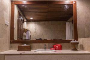 ZenRooms Jimbaran Pantai Kedonganan Bali - Kamar mandi