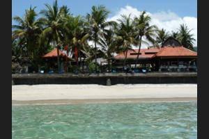 Anom Beach Hotel