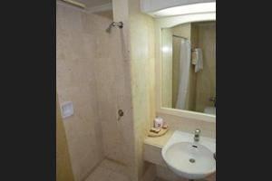 ibis Rajawali Surabaya - Bathroom