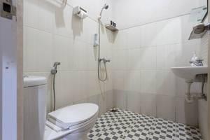 RedDoorz @ Lippo Cikarang 2 Jakarta - Kamar mandi