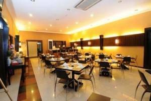 Hotel Kapuas Dharma Pontianak - (16/July/2014)