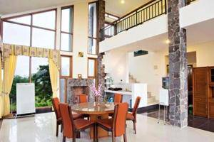Villa Gerbera II Istana Bunga Lembang Bandung -