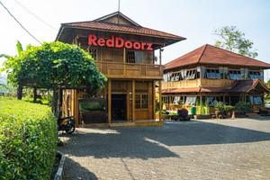 RedDoorz Plus near Kota Bunga Cipanas