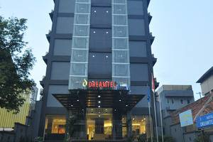 Dreamtel Hotel Jakarta - Hotel Building