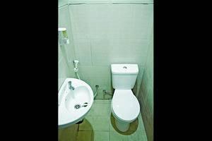 C Hotel Cirebon Cirebon - Bathroom
