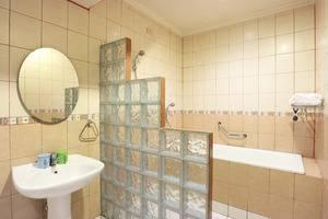 Hotel 678 Cawang - Superior room