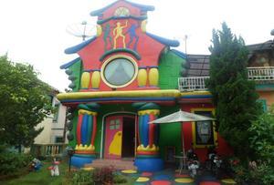 Santibi's Villa Kota Bunga Cartoon