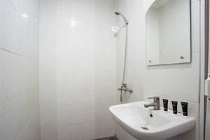 RedDoorz @Tebet Utara Street Jakarta - Kamar mandi