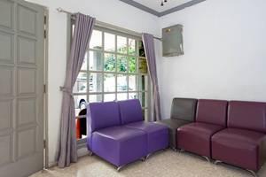 RedDoorz @Tebet Utara Street Jakarta - Ruang tamu