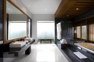The Samaya Seminyak Bali Bali - Spacious Bathroom
