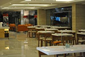 HARRIS Hotel Kuta Galleria Bali - HARRIS Cafe