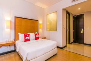 ZenRooms Kuta Beach Poppies Lane - Kamar tamu