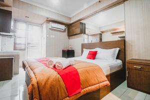 RedDoorz Apartment @ Green Park View Daan Mogot