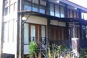 Villa Istana Bunga 3 Bedrooms Bandung - Villa AAT