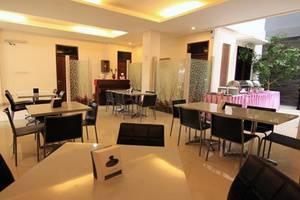 Tinggal Standard at Jalan Natuna Bandung - Restoran