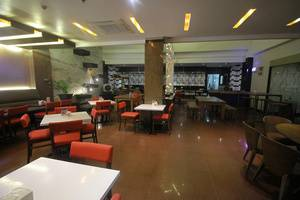 Zia Boutique Hotel Batam - Hangry Pool restaurant5