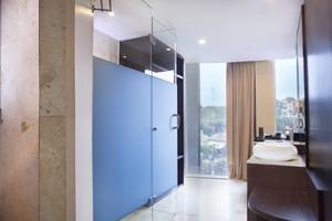Grand Edge Hotel Semarang - Deluxe Emerald Bathroom