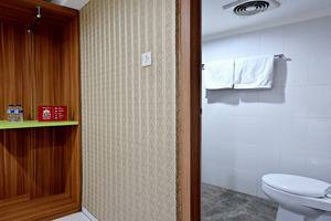 ZEN Rooms Green Apple Tanah Abang - Interior Kamar