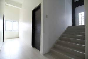 Airy Medan Kota MT Haryono Surabaya 2 - Stairs
