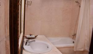 Horison Express Quds Royal Surabaya - Bathroom