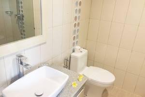 Hotel Puri Saron Senggigi - Bathroom