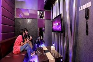 Lombok Plaza Hotel & Convention Cakranegara - Karaoke Room