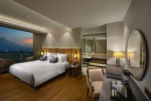 Golden Tulip Holland Resort Batu Malang - premier king