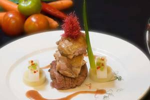 Aston Manado - Makanan