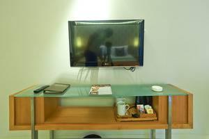 ZenRooms Kuta Sunset Road - TV