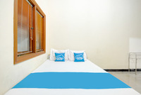 Airy Eco Syariah Gubeng Kertajaya Dua Belas C 115 Surabaya - Standard Double Room Only Regular Plan