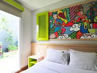 MaxOneHotels at Kramat Jakarta - Happiness Queen Bedroom - Room Only  Regular Plan