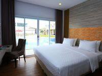Celecton Blue Karawang Karawang - Deluxe Pool Access Room Promotion Last Minute