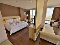 Hotel California Bandung - Suite King With Breakfast Super Discount 65%
