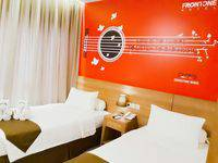 Front One Hotel Pamekasan Madura Madura - Deluxe Twin  Regular Plan