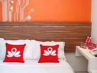 ZenRooms Kusuma Bangsa Surabaya - Double Room (Room Only) Regular Plan