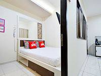 ZenRooms Cideng Barat - Double Room Only Regular Plan