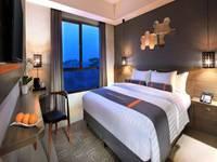 Harper Purwakarta - Superior Room With Breakfast Regular Plan