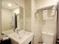 ZenRooms Pluit Bandengan - Double Room Only Regular Plan