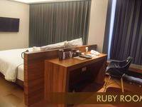 Crown Prince Hotel Surabaya - Ruby kamar Minimum Stay 30% Off