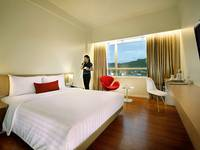 Grand Zuri Padang - Deluxe Double Bed Regular Plan