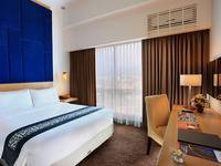 Swiss-Belinn Malang - Deluxe Queen Room Pay Now & Save